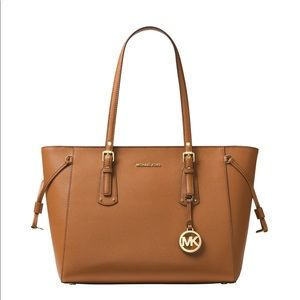 MICHAEL KORS VOYAGER LEATHER TOTE BAG